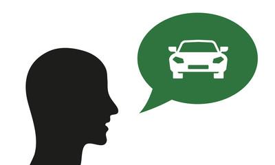 Person spricht von Auto