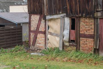 Alte Scheune mit Tür