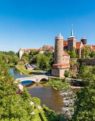Alte Wasserkunst mit Brücke über die Spree in Bautzen