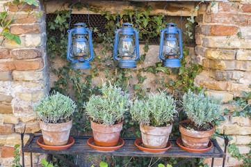Tre vecchie lampade blu