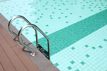 Swimming pool rung ladder