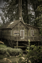 Canada, British Columbia, Finn Slough, lonely wooden house at Fraser River