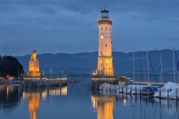 Germany, Lindau, Harbour entrance with lighthouse and Bavarian lion