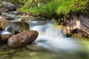 Bachlauf in den Bergen Wasser