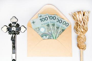 Fototapeta Kropidło, krzyż i koperta z ofiarą pieniężną - chodzenie po kolędzie.  obraz