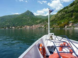 Cannero Riviera am Westufer des Lago Maggiore mit Blick zum Gipfel des Monte Morissolo, Tessin, Italien