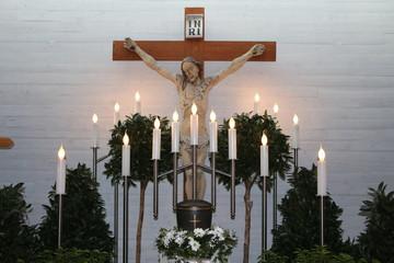 Urn at Funeral home, Urne in christlicher Aufbahrungshalle, christliche Bestattung