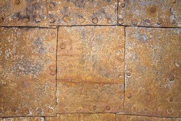 Rostige Blechplatten mit Nieten als Hintergrund