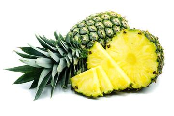 Ananas isoliert freigestellt auf weißen Hintergrund, Freisteller