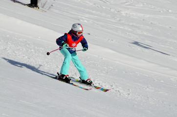 Skifahren, Wintersport, Kind beim Skilufen