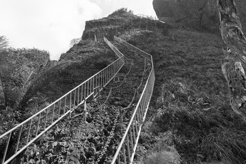 The last most dangerous climb to the top of the mountain in Hot Springs National Forest Park in Hainan Qixianling - black and white