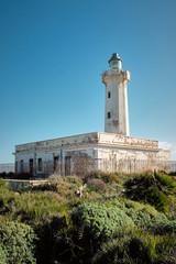 Faro abbandonato con vegetazione mediterranea, Siracusa Sicilia