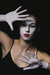 jeune fille mime maquillage blanc théâtre