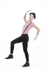 jeune fille mime maquillage blanc théâtre mimant