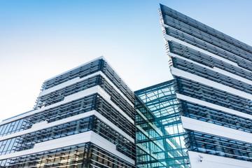 Glasfassade eines modernen Bürogebäudes