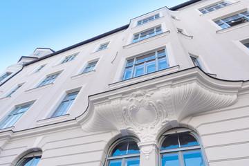 renovierte Stuckfassade - Eigentumswohnung