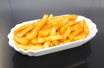 Porzellanschale mit Portion French Fries