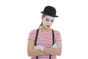 jeune fille mime maquillage blanc théâtre mimant la tristesse