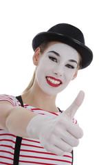 jeune fille mime maquillage blanc théâtre pouce levé