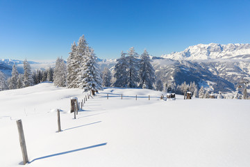 Fototapete - Austrian countryside. Beautiful winter scene