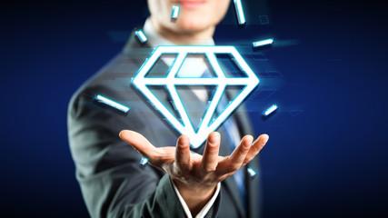 Geschäftmann mit digitalem Diamant Symbol über der Hand