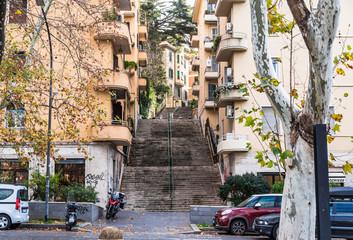 ローマ 住宅街の長い石段
