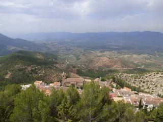 Paisaje de campos de Segura de la Sierra, pueblo de Jaén, en la comunidad autónoma de Andalucía (España)