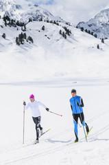 Wintersportler beim Langlaufen