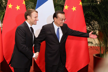 French President Emmanuel Macron and Chinese Prime Minister Li Keqiang attend a meeting in Beijing