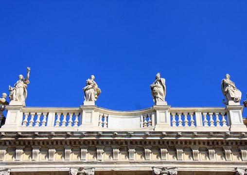 Statuen in Turin