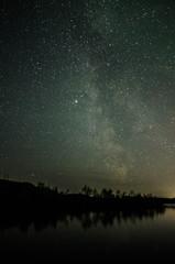 Звездное небо у озера
