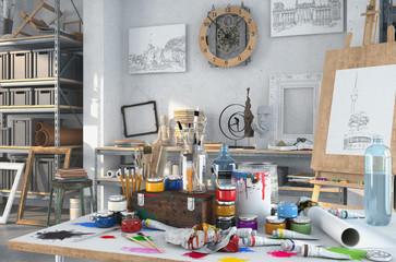 Künstlerische Ausstattung im Atelier mit einem Tisch voller Farben und Pinsel, im Hintergrund Gemälte, Regale und einer Staffelei aus Holz.