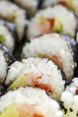 smaczne kawałki sushi