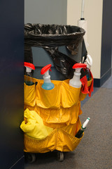 Office cleaning work tool and garbage bin