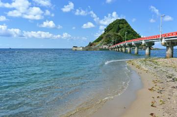 日本海由良海岸から白山島へ