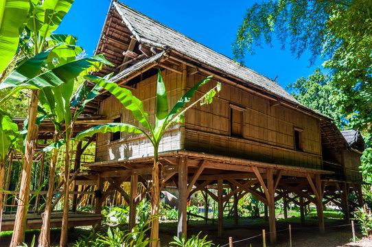 Maison en bambou.