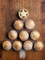 Mince pies in shape of Christmas tree, overhead view