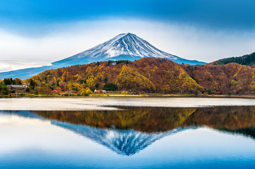 Wall Mural - Fuji mountain and kawaguchiko lake in Japan.