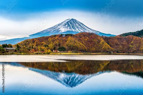 Wall mural Fuji mountain and kawaguchiko lake in Japan.
