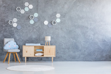 Kind room with hexagon decoration