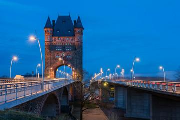 Rheinbrücke Nibelungenbrücke Worms mit Nibelungenturm