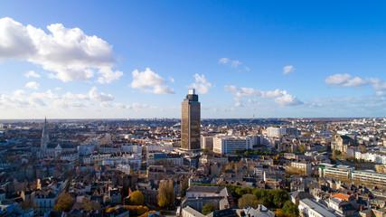 Jeu d'ombres et de lumières sur la Tour de Bretagne et le centre-ville de Nantes Fotomurales