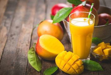 Foto op Aluminium Sap Mango juice in the glass