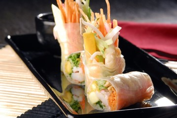 Vietinamese roll with vegetables and shrimp