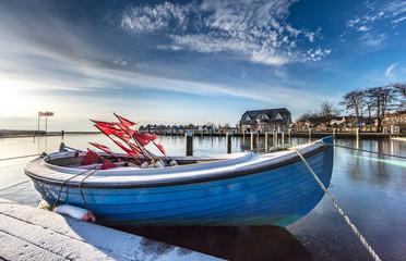 Fischerboot im winter