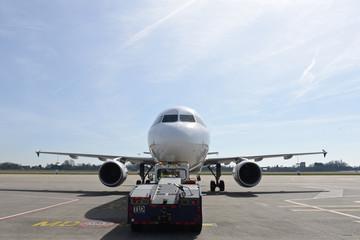 voyage vacances vol avion embarquement passagers aeroport  Airbus A320