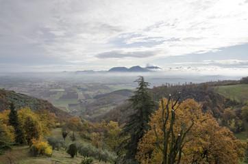 Le colline degli Euganei in una mattina autunnale