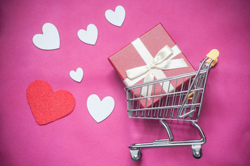 concept chariot de supermarché et st Valentin