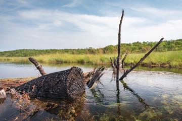 Cesto, armadilha artesanal para pesca no rio Cuanavale, província do Moxico em Angola