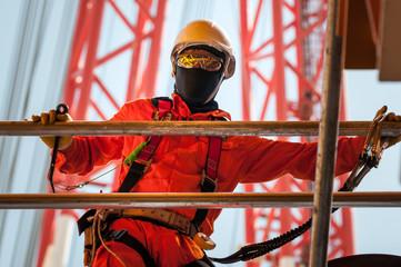 Trabalhador offshore na indústria de petróleo e gas em Angola